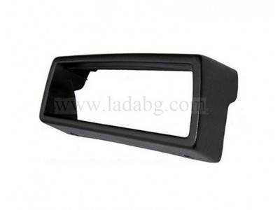The hood was installed by the Lada Niva dashboard 21213